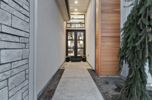 003-Exterior-Entry